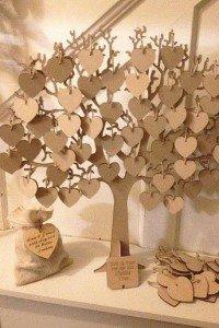 Libro de firmas forma de árbol con corazones