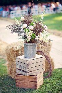 cajas de madera con flores regadera